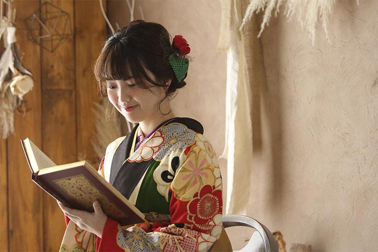 卒業袴を着た女性の写真