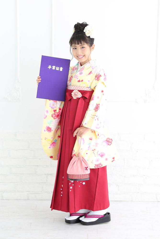 袴を着た女の子の全身写真その2