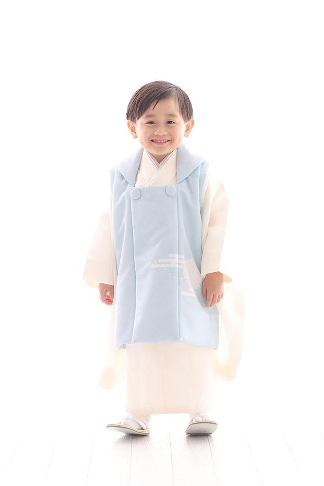 着物を着た3歳男の子の全身写真その1