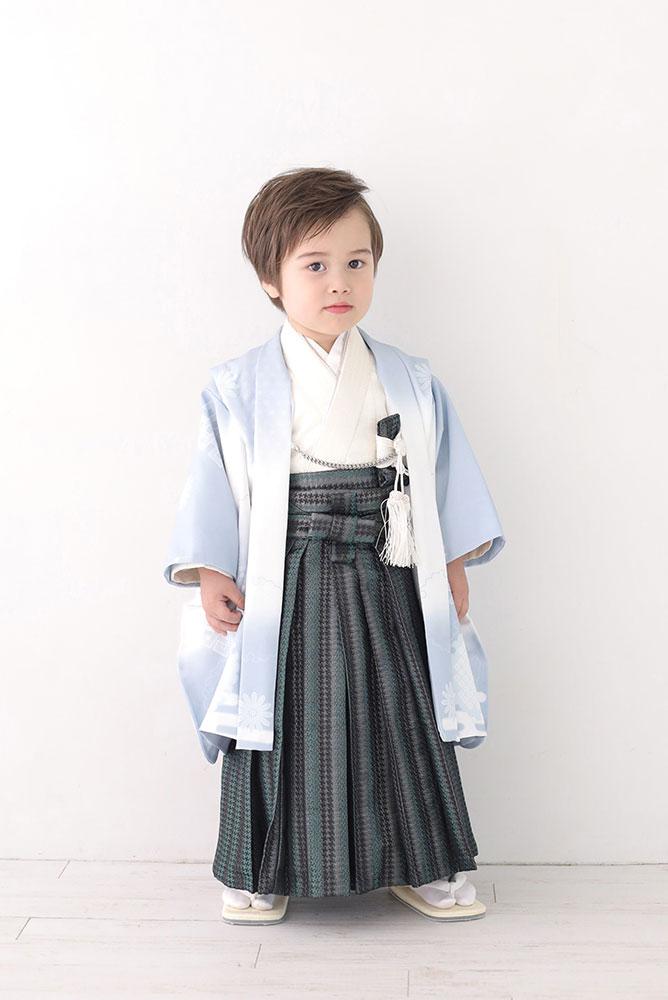 着物を着た3歳男の子の全身写真その2