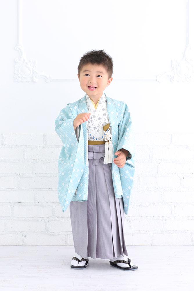 着物を着た3歳男の子の全身写真その4