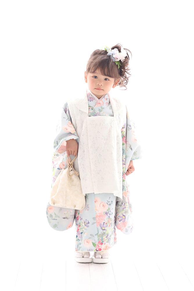 着物を着た3歳女の子の全身写真その1