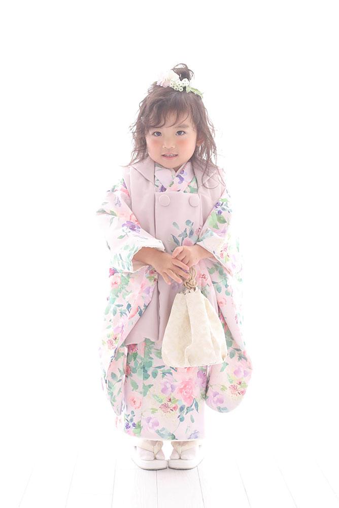 着物を着た3歳女の子の全身写真その3