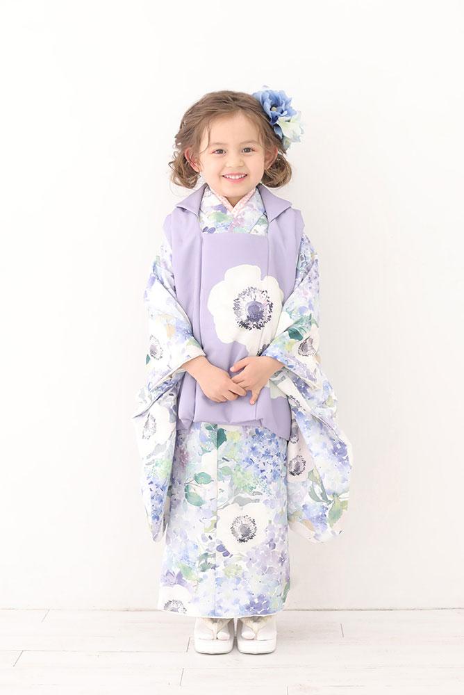 着物を着た3歳女の子の全身写真その4