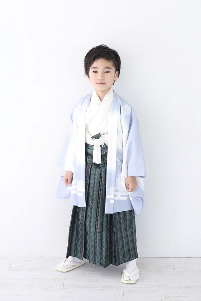 着物を着た5歳男の子の全身写真その2