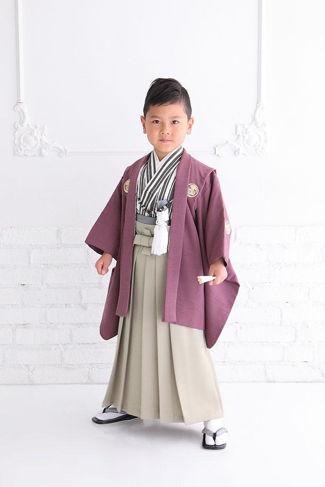 着物を着た5歳男の子の全身写真その3