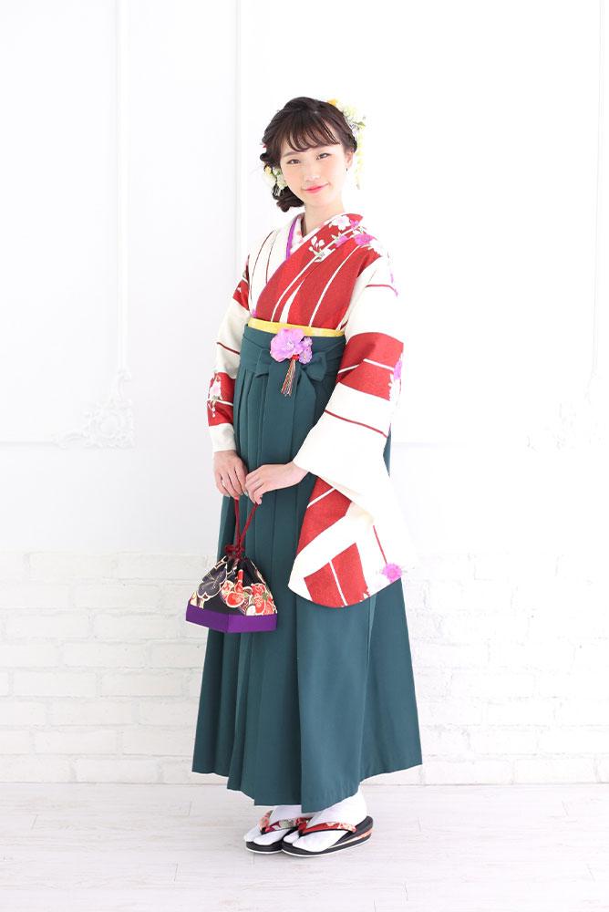 袴を着た女の子の全身写真その1