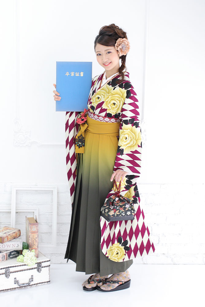 袴を着た女の子の全身写真その3